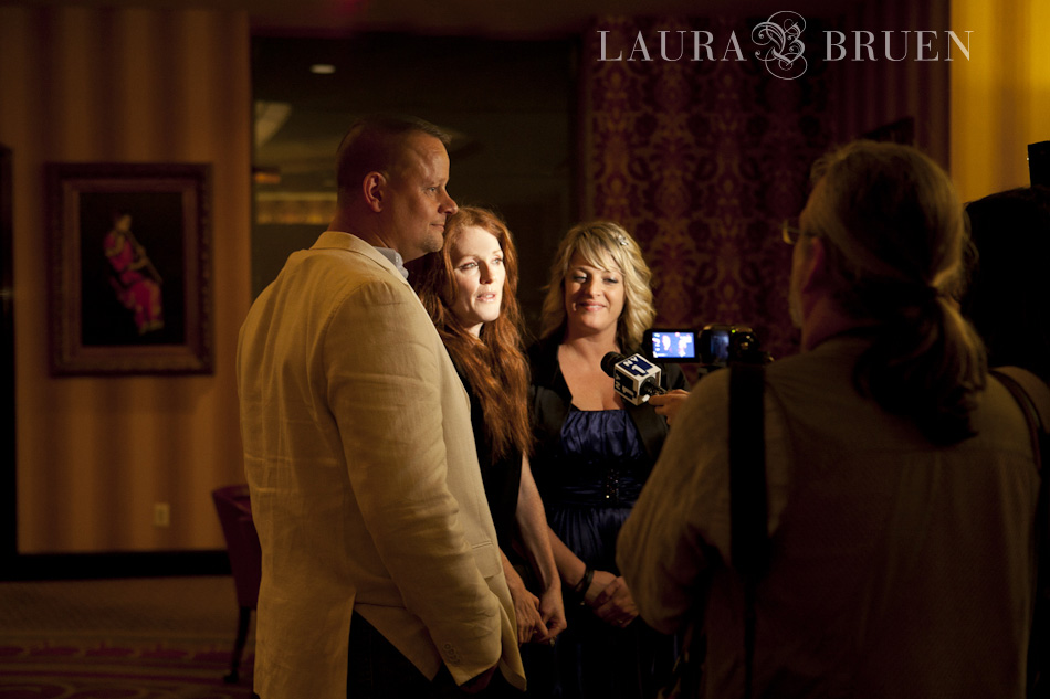 Tommy & Peggy speaking to the Media with Julianne Moore - Laura Bruen, Photographer