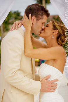 Laura Bruen, Photographer. Kelly & Dino's Destination Wedding in Aruba